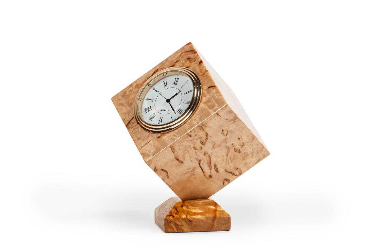 Часы «Куб»
