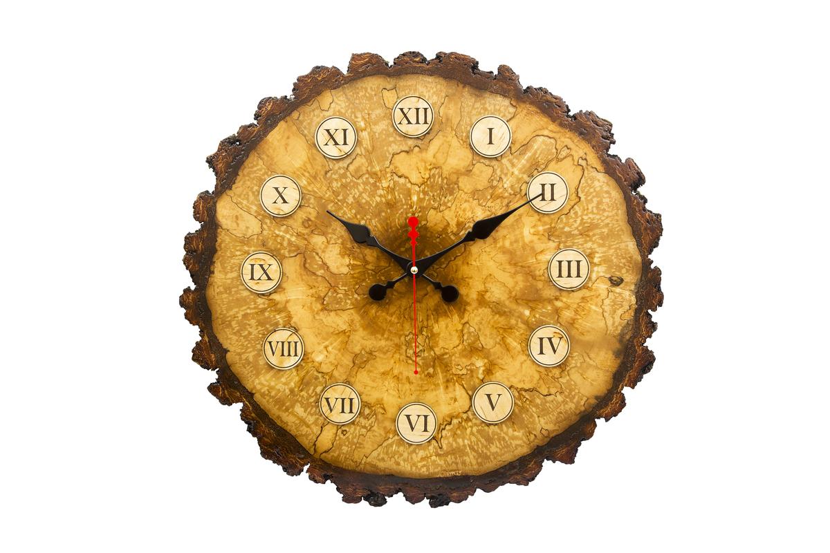 Часы из массива карельской березы.