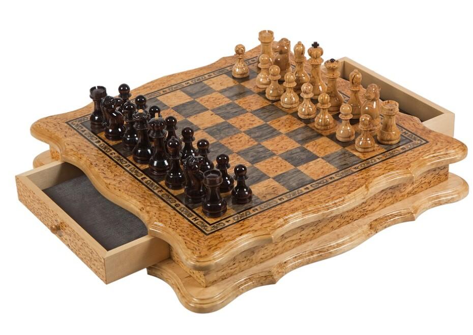 Шахматы подарочные из карельской березы комплект.
