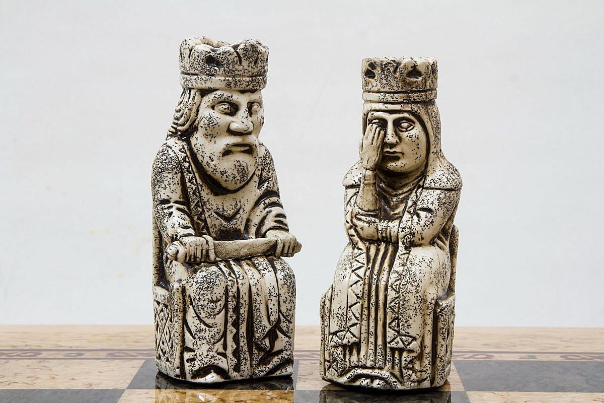 Шахматы из карельской березы с острова Льюис вид 4
