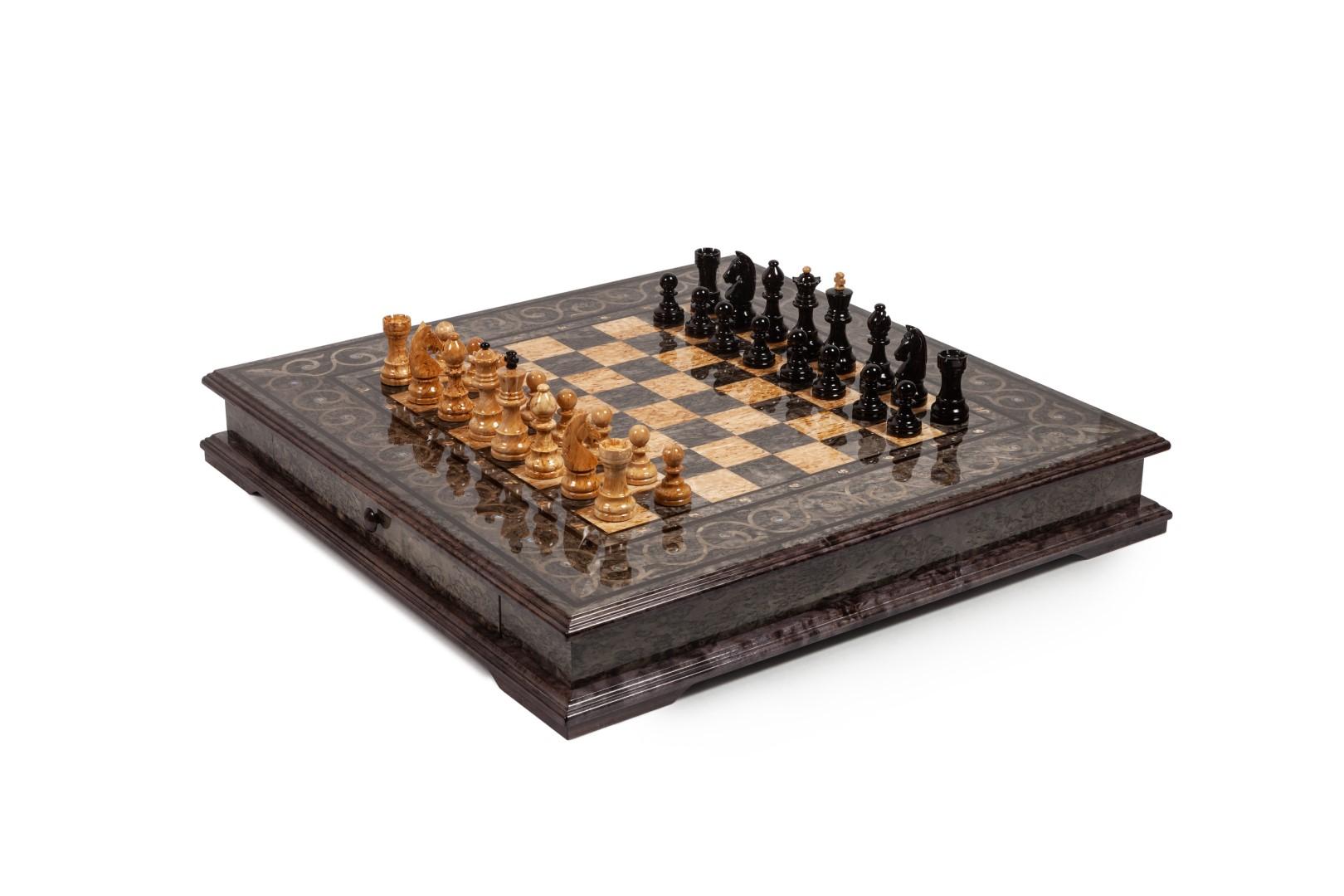 Коллекционные шахматы из карельской березы для изысканных ценителей шахматных баталий.
