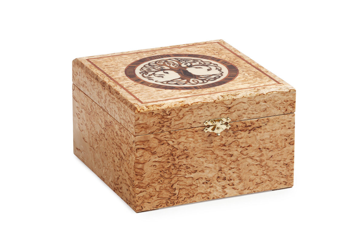 Шкатулка из карельской березы для украшений. Подарок ручной работы.
