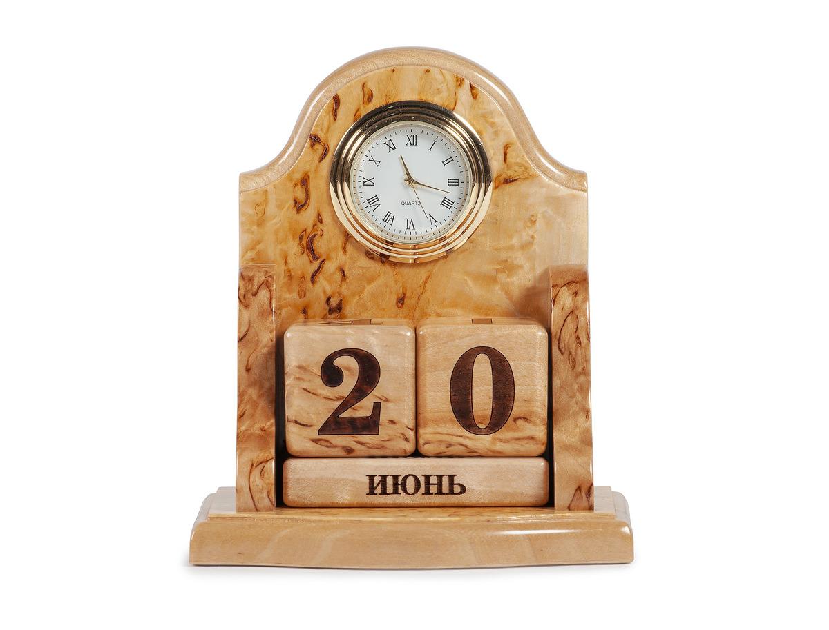 Часы с вечным календарем
