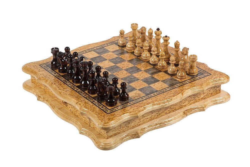 Шахматы из карельской березы. Подарочные шахматы ручной работы.