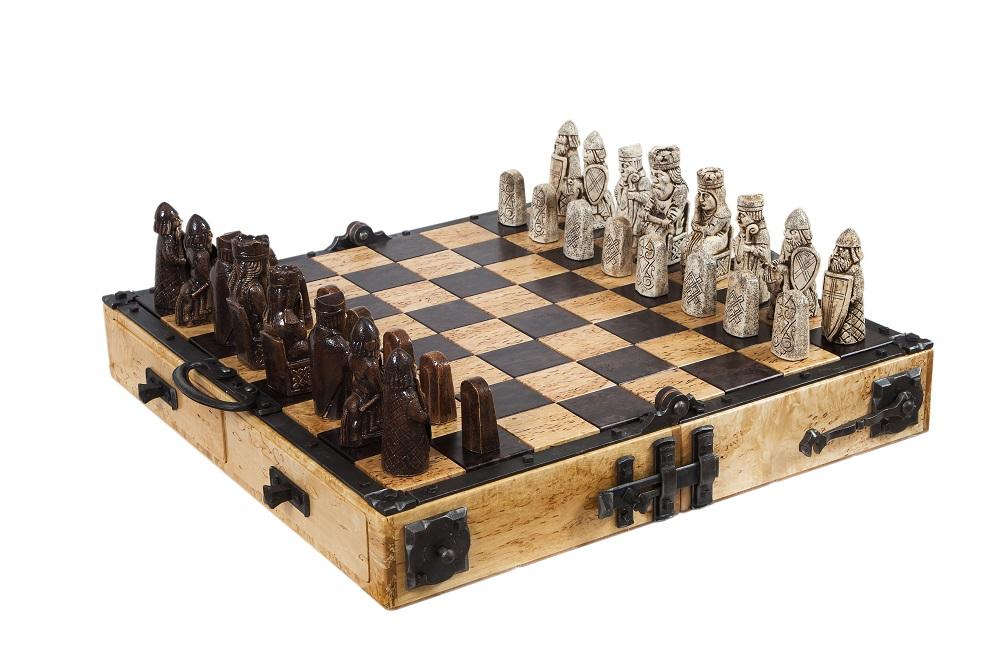 """Шахматы """"С острова Льюис"""" реплика скандинавских шахмат XII века"""